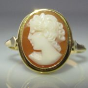Vintage Cameo 18K Gold Ring
