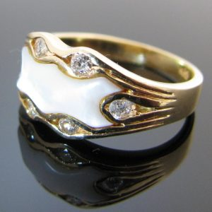 Diamond and Mother of Pearl 14K