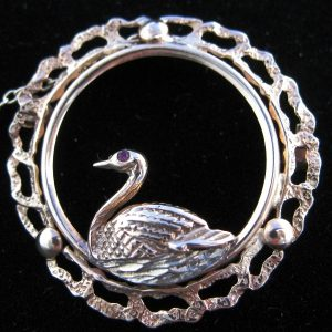 9k Swan on her Nest Brooch