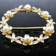 Garland Pearl Brooch 9k Gold