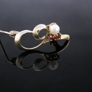 9k Gold Garnet and Pearl Brooch