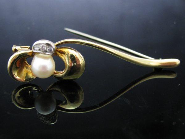 18k Pearl Flower Brooch