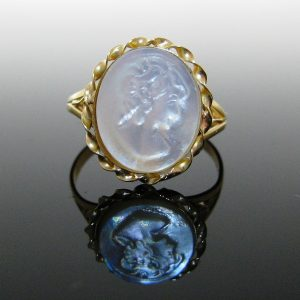Mother-Of-Pearl Ring 20K Gold