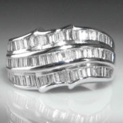 Contemporary 18k White Gold Diamond Ring