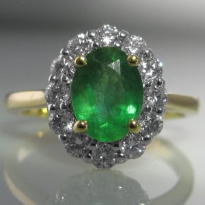 Emerald and Diamond Ring - 18k Gold