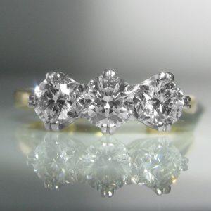GIA Cerified - Three Stone Diamond Ring - 1.02 cts
