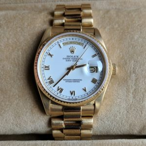 Rolex Oyster Perpetual Day Date in 18k Gold - with Box and Papers