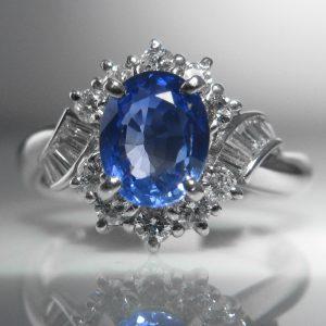 Cornflower Blue Sapphire and Diamond Ring set in Platinum