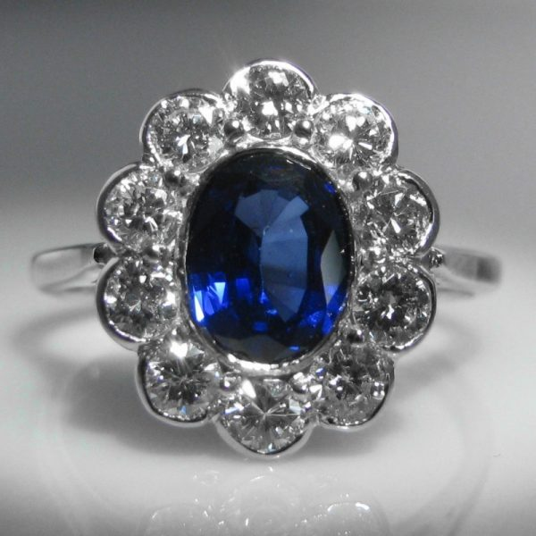 Sapphire and Diamond Cluster set in 18k Gold - 1.0 Cts. Diamond