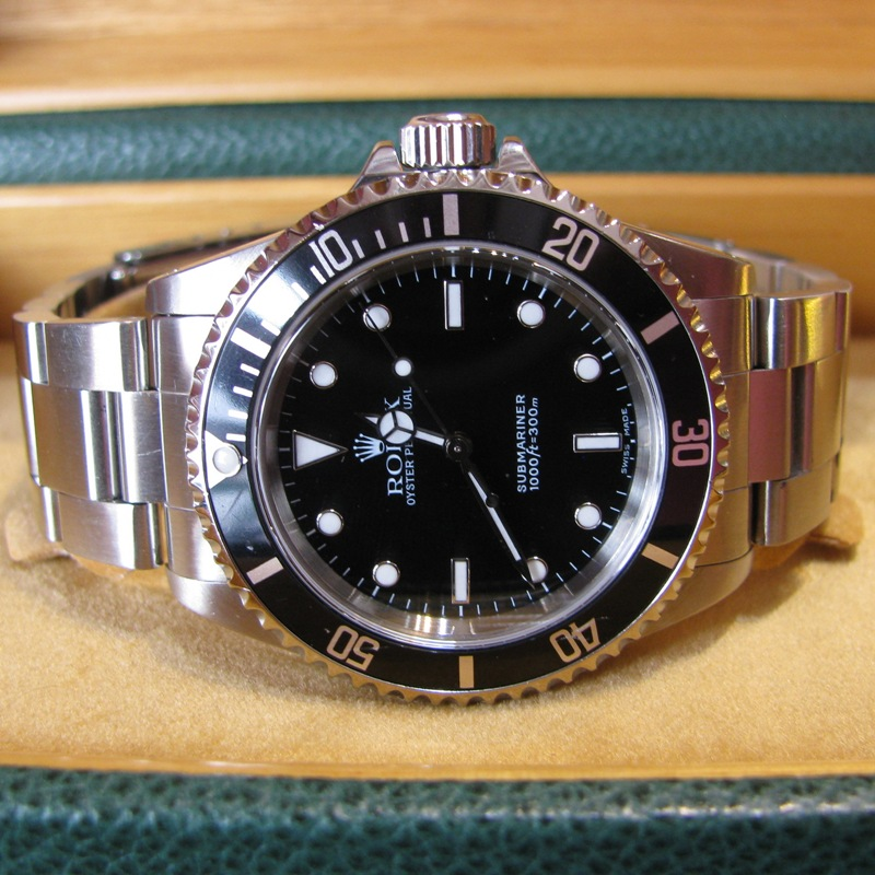 Gents Rolex Submariner with Box and Papers - 2001