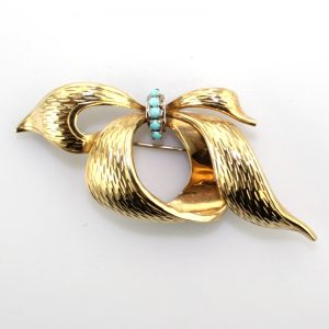 18k Gold Brooch set with Turquoise