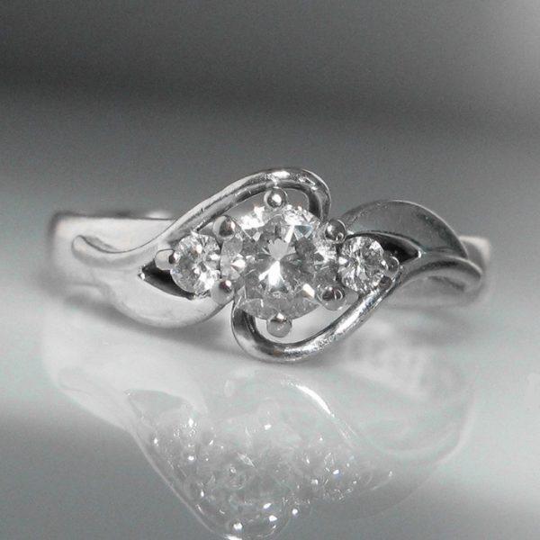 Solitaire Diamond Ring - 18k White Gold