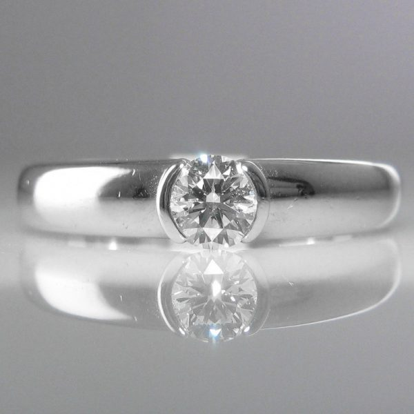 Solitaire Diamond Ring in Platinum – Signed Tiffany