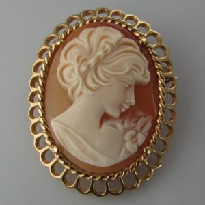 Oval Cameo Brooch - 14k Gold